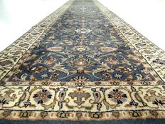 """Sarough – 402 x 83 cm – """"Long, Persian runner rug in beautiful condition with almost no signs of being walked on""""."""