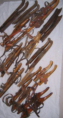 """Collection old Dutch skates """"Friese doorlopers"""" 13 pairs"""
