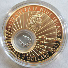 Niue – 2 Dollars 2013 'Horse shoe' gold plated silver