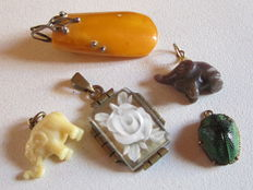 Lot of 5 pendants: silver and antique amber, brass and lucite, agate and gold-plated silver, brass and bakelite?, brass and genuine scarab