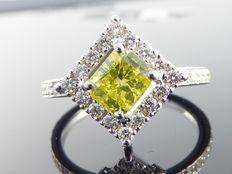 Diamond ring with fancy intense yellow coloured cushion diamond, total  1.55 ct