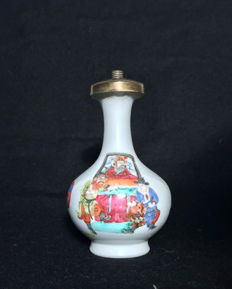 """Small """"Famille Rose"""" porcelain vase decorated with a scene of characters - China - 19th century"""
