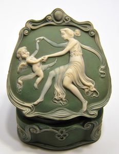 "Gustav Schäfer & Günther Vater - Box in ceramic ""paste on paste"", a love dance of a young woman"