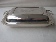 Antique rectangular tray for warm courses, lid with 2 handles, English, silver plated. Marked M & Co. Dating back to 1914, WWI