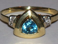14 kt gold ring with blue topaz and 2 diamonds