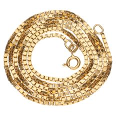Yellow gold Venetian link necklace.