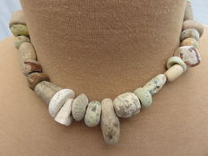 Near East - Beaded Necklace with stone beads - early Bronze age/Neolithic - 43 cm + 2.5 cm