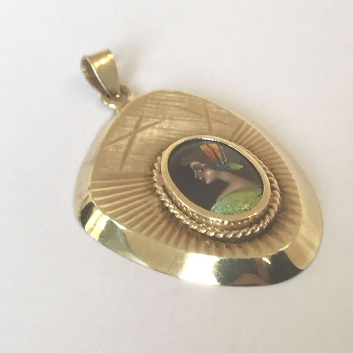 Gold pendant with a portrait in  enamel, around 1950.