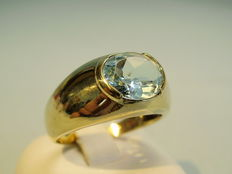 Gold ring with tested blue topaz 3.5ct.