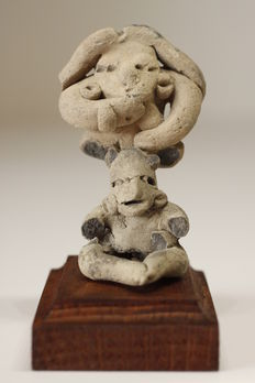 A pair of anthropomorphic figurines in earthenware – height : 3-3.5 cm (2)