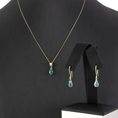 Yellow gold set of chain with a pendant and dangle earrings with blue topaz stones