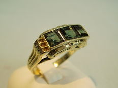 A golden ring with tourmaline spinels, approx. 1.20 ct in total.