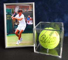 Original autographed game / tournament ball in a display case from Robin Haase + framed photo, COA and photo of the signing