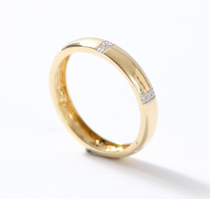 Ring - 14 kt  yellow gold - set with brilliant, 0.08 ct - Ring size: 18
