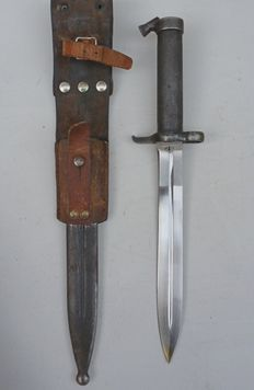 Swedish M1896 bayonet with leather carrier