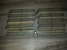 Märklin H0 - 100 straight M-rail pieces
