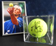 Original autographed game / tournament ball in a display case from Andreas Seppi + framed photo, COA and photo of the signing