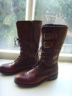 Tommy Hilfiger – Sturdy leather boots