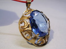 Pendant with blue topaz coloured spinel