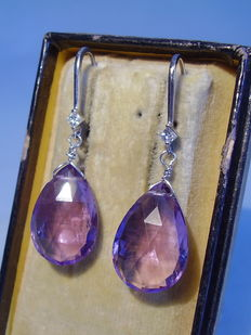 Gold earrings with amethysts (approx. 10 ct) and diamonds (approx. 0.12 ct)