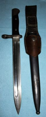 Bayonet M 1895 for the 7 mm. Mauser rifle, Chile, bayonet and sheath in good condition, with nice original frog, manufacturer: W.K.C. Solingen