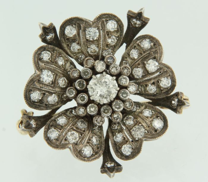 14 kt/Z2 gold and silver brooch set with old Amsterdam cut and octagon cut diamonds.