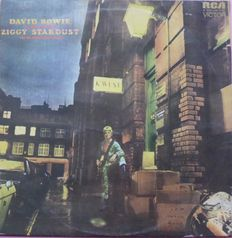 First press UK copy of  David Bowie – The Rise And Fall Of Ziggy Stardust And The Spiders From Mars (RCA Victor – SF 8287, (LSP 4702) RCA Victor – LSP-4702, UK, 1972) with original inner sleeve VG+/VG+