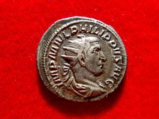 Roman Empire- Philip I (A.D. 244-249) silver antoninianus (22,5 mm, 4,46 g). Rome mint, 2nd. emission (244 A.D.), 2nd. officina. LAETIT. FVNDAT.