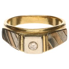 18 kt bicolour gold ring, set with one rose-cut diamond of approx. 0.10 ct - inside diameter: 16.75 mm