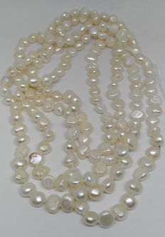 Pearls necklace of 150 cm long