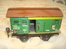 Märklin, Germany - Spoor 0 - Lot with tin cattle truck No. 16890 and Open Wagon No. 16610 (?), 1930s