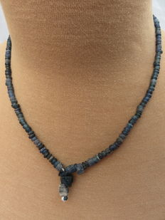 Roman necklace with blue iridized glass beads - 47 cm.