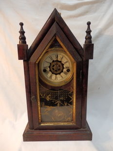 A Antique Waterbury Clock Company, Gothic Table Clock - Numered -3950 - 19th Century, Chicago/U.S.A.