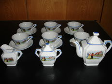 Oud kinderservies in porselein.