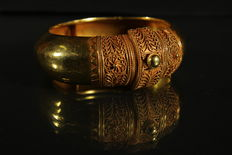 Exclusive 24 kt gold bracelet with fine grain – 19th century