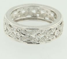 14k white gold ring set with brilliant cut diamonds ***NO RESERVE PRICE***