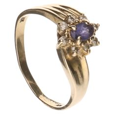 14 kt yellow gold ring set with purple glass and 8 brilliant cut diamonds of 0.16 ct in total, inner size 17.75