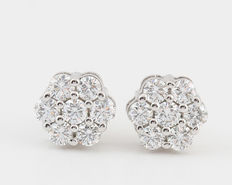 14kt diamond earrings total 0.50ct.measurement: 14 x 6 x 6mm