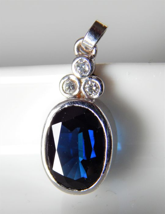 Pendant with blue sapphire - 3.90 ct untreated and brilliants 0.11 ct, IGI certificate, NO RESERVE PRICE