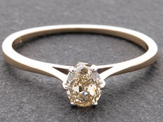 Gold solitaire diamond ring with 0.48 ct IGI inspected diamond – VS1/Very light brownish yellow
