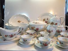 22 piece serving set in French porcelain decorated with flowers