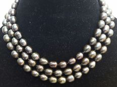 Long necklace in freshwater big cultured dark gray pearls