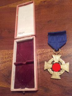 3. Reich 40 years of faithful service badge in gold with case Deschler and sons