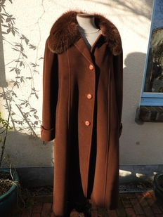 Anna Linder - Long, woollen coat with beautiful, fox fur collar.