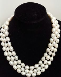 XL necklace with big baroque freshwater cultured baroque pearls