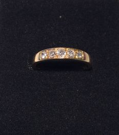18 kt. Yellow gold ring with diamonds. Size 17.