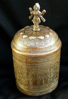 Copper pot with lid with Maha Lakshmi and various Gods incl. Ganesha, Devi, Vishnu - India - end of 19th/ beginning of 20th century