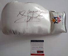 "Boxing Glove signed by Manny Pacquiao (Pacman) - COA PSA - original brand ""MP - Team Pacquiao""-"