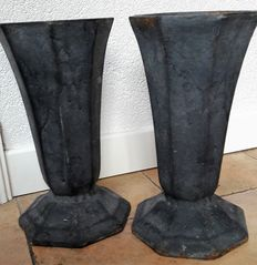 A few cast iron garden facet vases - 20th century