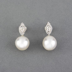 White gold earrings set with brilliant cut diamonds and South Sea pearls